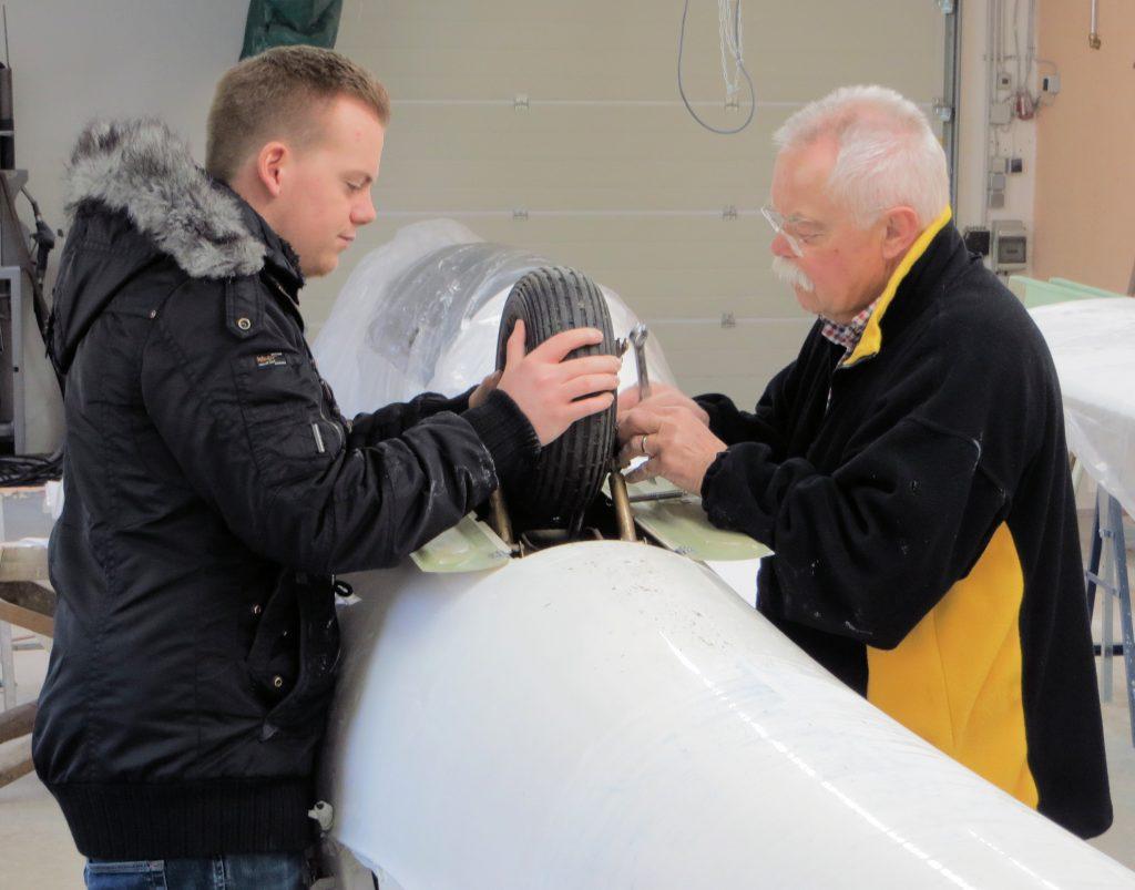 Jannik und Peter an der ASW-28