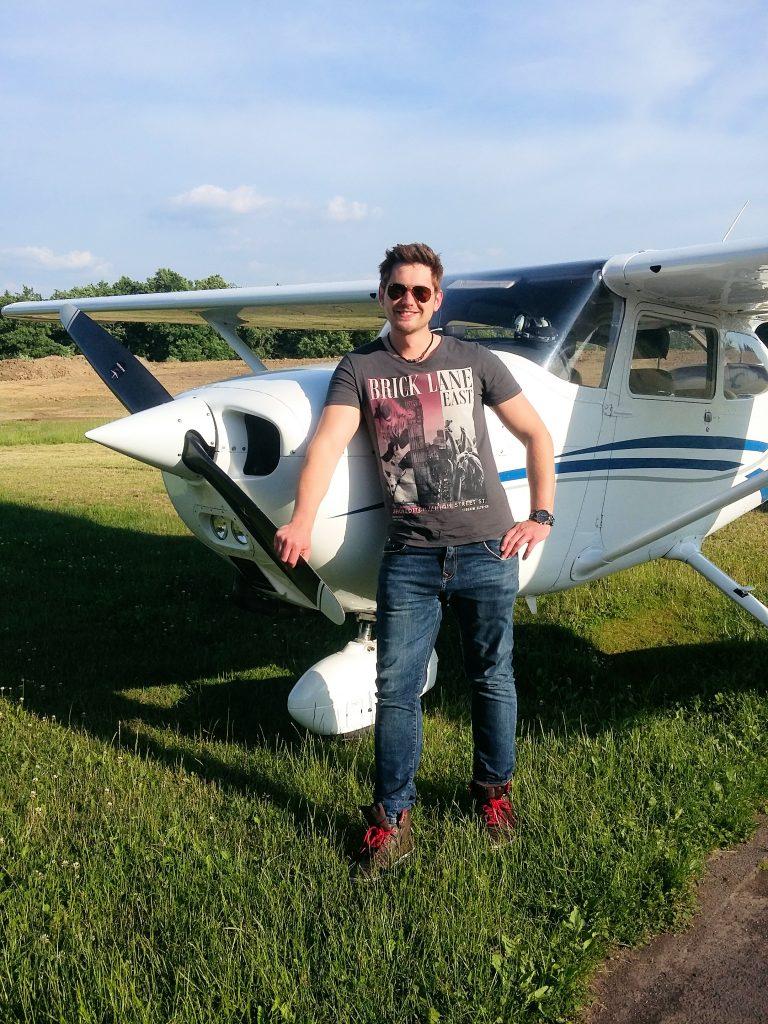 Hat allen Grund zu strahlen ... und den LAPL-A in der Tasche - Pilot Alexander Cordes